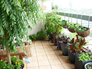 Minimalist-Apartment-Balcony-Garden-Design
